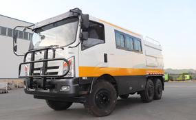 六驱越野工程运输加油车